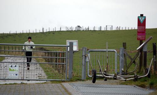 """Jogger """"NSG Petkumer Deichvorland"""", 22.März 2008, Foto: Voß"""
